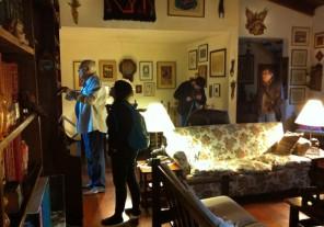 Claudinho Pereira, com parte da equipe da Atama Filmes, na casa de Canela, construída e planejada para ser o refúgio de Josué Guimarães e Nydia Guimarães, para onde Nydia se mudou definitivamente em 1989, com a filha Adriana, que até hoje reside na casa.