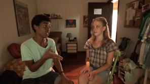 Dudu (Anderson Vieira) contracenando com Luana (Giovana Barros)