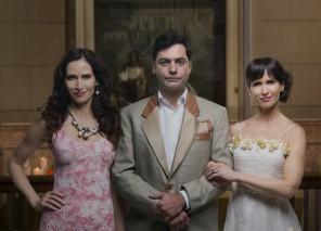 Ingra Lyberato, que faz as irmãs gêmeas (Lúcia e Helena) e Leonardo Machado (Ramiro)