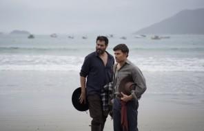 Thiago Lacerda (Artur), Miguel Coelho (Leo) e o Mar.