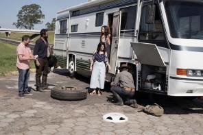 Ingra Lyberato (Adélia), Rose Brant (Sabina) e Bruno Costa (Ademir) formam uma divertida família mineira que viaja em um motor home.