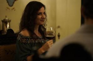 A bonita, sofisticada e empoderada Solange (Fernanda Carvalho Leite) é uma rica fazendeira do interior do Paraná.