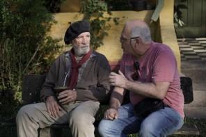 O ator Clemente Viscaíno (Leopoldino) conversa com o diretor Rogério Rodrigues