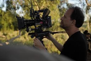 O Diretor de Fotografia, Renato Falcão, operando a câmera Red Gemini
