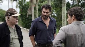 Rogério Rodrigues, Thiago Lacerda e Miguel Coelho conversam antes das gravações, em SC.